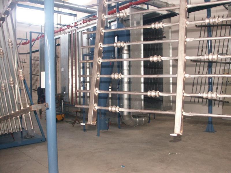 Pulverkrāsošana žogi, kāpnes, jumti, logi, durvis, detaļu, velo un moto detaļu, biroja mēbeles, ventilācijas
