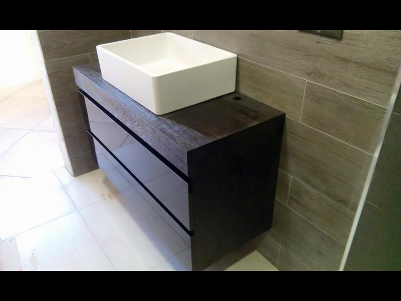 Vannas istabas mēbele