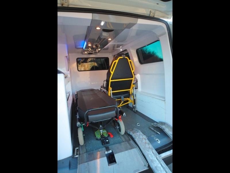 Slimnieku pārvadāšana specialā transportā