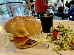 Liellopa gaļas burgeris