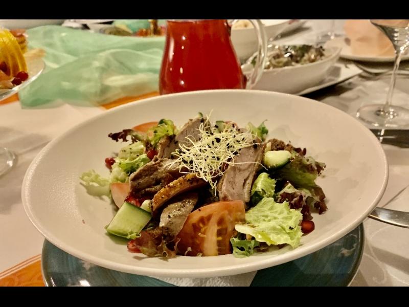 Siltie salāti ar pīles krūtiņu