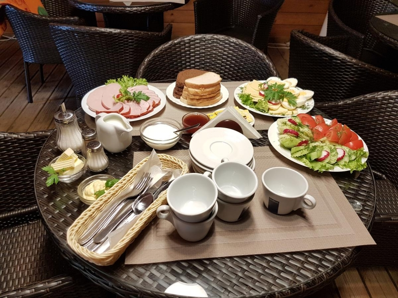 brokastu galds