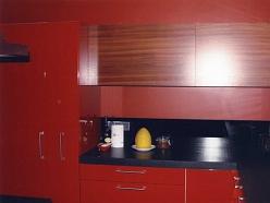 Sarkana virtuves iekārta