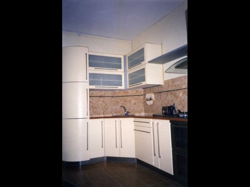 Baltas virtuves mēbeles