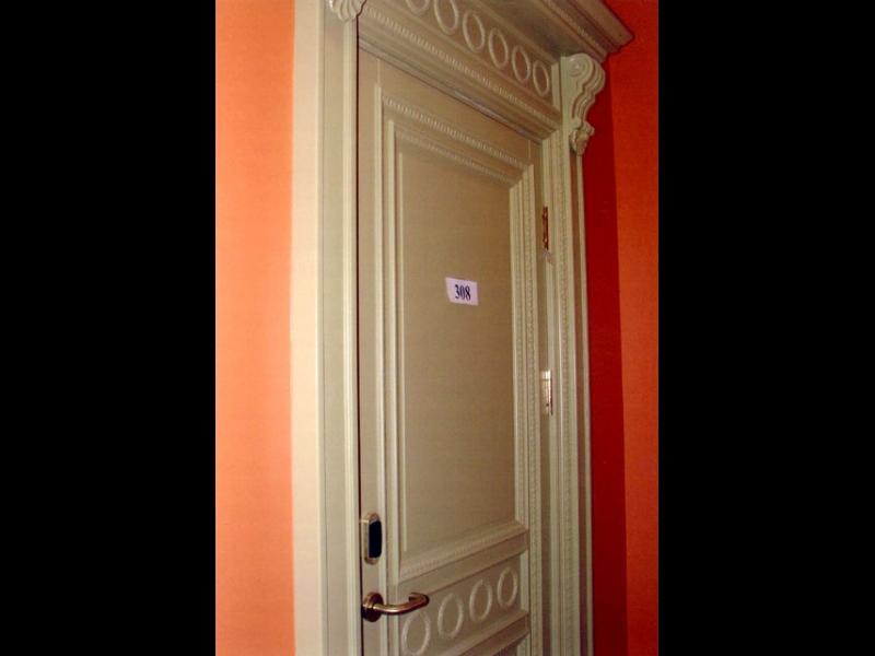 Baltas durvis Rīgā