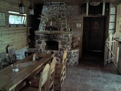 Viesu nams ar kamīnu svinībām