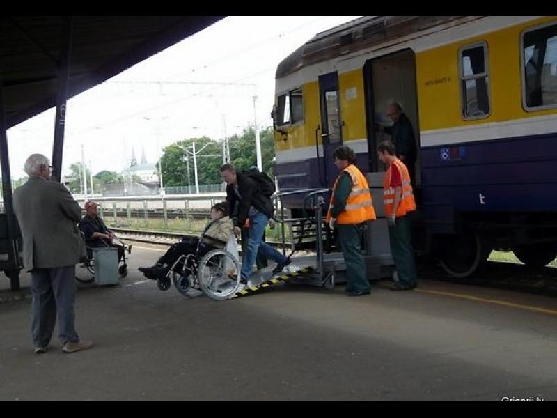 Invalīdu pacēlāji dzelzsceļam