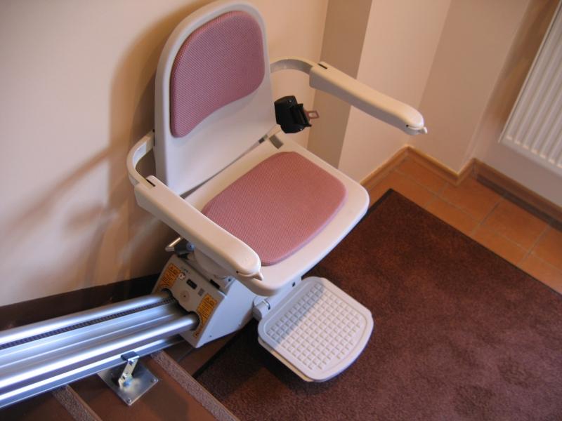 Pacelšanas krēsls un ierīces invalīdiem