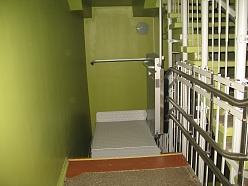 Invalīdu pacēlāji kāpņu telpām