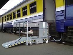 Invalīdu pacēlāji iekāpšanai vilcienā