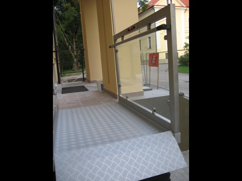 Invalīdu pacēlāju uzstādīšana