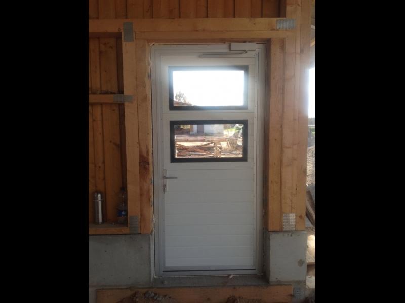 Personāla durvis, durvis ar logiem Cēsīs, Valmierā, Ventspilī, Jelgavā