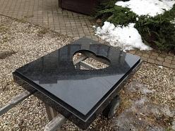 Oriģinālas granīta kapu apmales