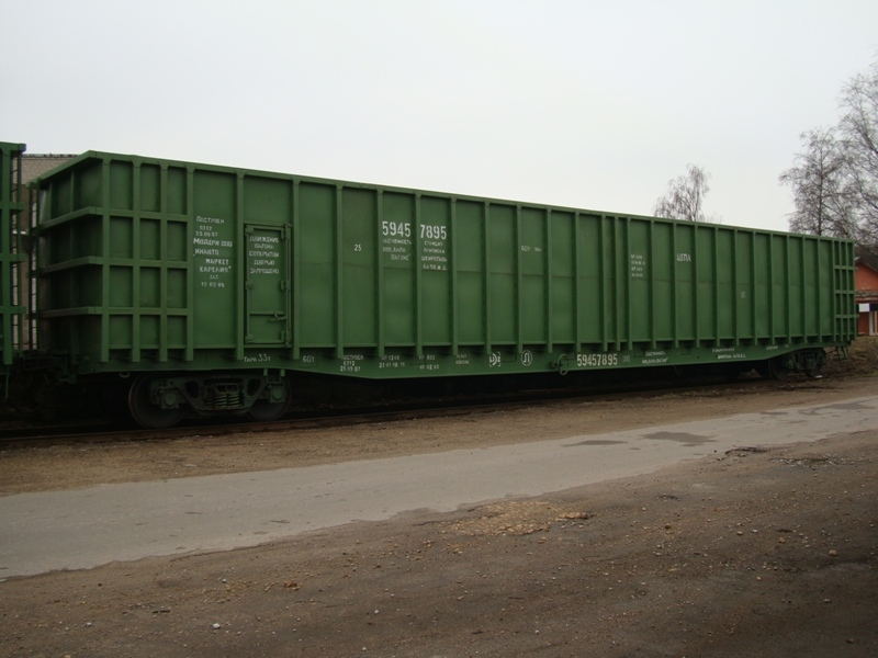 Pusvagoni skaidu pārvadāšanai dzelzceļš