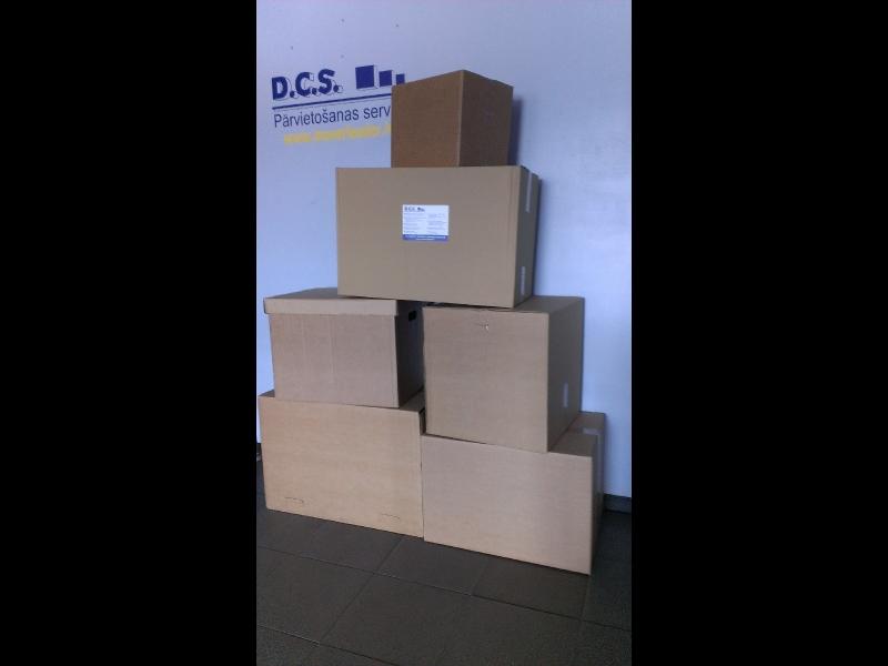 Kartona kastes mantu pārvadāšanai
