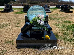Glass headstone in Japanese cemetery order beautiful headstone Glasstone.eu