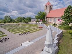 Lestenes baznīca un brāļu kapi