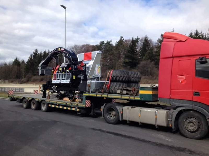 Freeway Logistics kravu pārvadājumi ar platformu