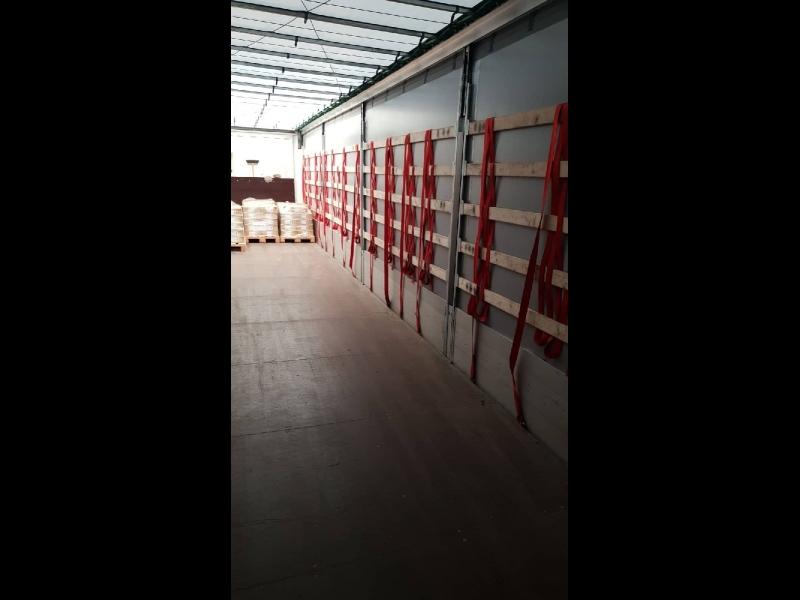 Freeway Logistics kravu pārvadājumi ar tenta mašīnām
