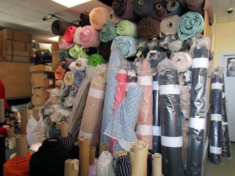Vairumtirdzniecības noliktava - audumi, mežģīnes, gumijas, apdares materiāli