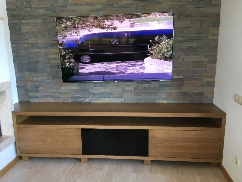 TV plaukts ar atvilktnēm