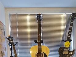 Mūzikas instrumenti, ģitāras, stīgas,bungas, bungu vālītes, mediatori, ģitāru jostas,sintezātori, perkusijas,futrāļi, nošupultis, statīvi, mikrofoni, tumbas, ģitaru pastiprinātāji