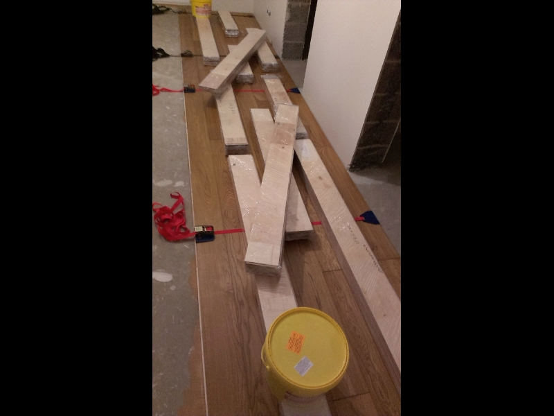 Profesionāla ozola un oša koka grīdu un parketa ieklāšana, restaurācija, tirdzniecība. Ražots Latvijā.