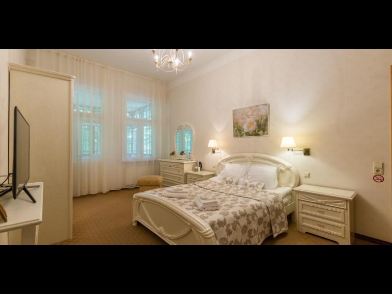 ROZE apartamenti. Divvietīgs numurs ar terasi