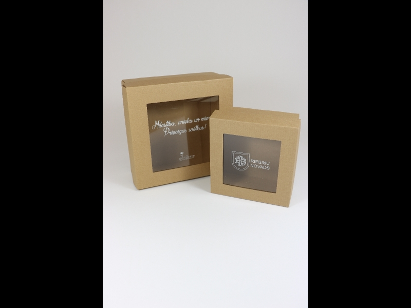 Kartona kastītes ar logu