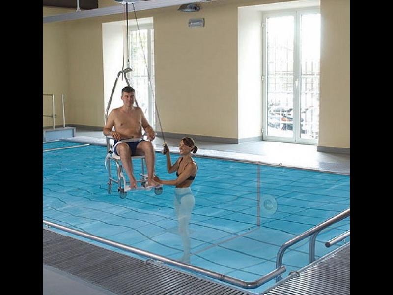 Invalīdu pacēlājs baseinam