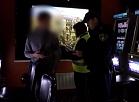 Vidzemes TV: Valsts policija reida laikā apmeklē azartspēļu zāles un naktsklubus