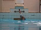 Jaunie sportisti sacenšas Valmieras baseina rudens triatlona sacensībās