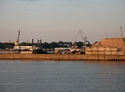 No Karostas kanāla izsmeļ piesārņotos nogulumus