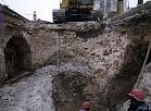 11.novembra krastmalā atklātas senas būvkonstrukcijas