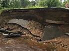 Vidzemes TV: Stipras lietusgāzes sabojājušas ielu Valkā
