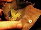 Eiro monētas naudas makā.