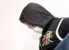 Par seksuāliem noziegumiem pret mazgadīgām meitenēm apsūdzētais tiek konvojēts Rīgas pilsētas Kurzemes rajona tiesas sēdes pārtraukumā, kur slēgtā procesā izskata tā dēvēto Imantas pedofila krimināllietu un tiks pasludināts spriedums.