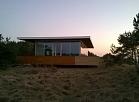 """Pāvilostas novada Sakas pagastā pašā jūras krastā tiek būvēta atpūtas māja - """"kuģis"""", būvniecības process fiksēts 2015.gada pavasarī."""