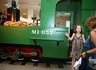 """Restaurētā """"ML"""" sērijas šaursliežu dzelzceļa lokomotīve."""