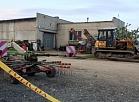"""Dobeles novada Jaunbērzes pagasta zemnieku saimniecība """"Makleri"""", kur noticis negadījums kūtsmēslu-šķidrmēslu pārsūknēšanas vada avārijas dēļ un bojā gājuši četri cilvēki."""