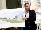 """Investīciju fonda """"EfTEN Capital Latvia"""" projektu vadītājs Uldis Sproga piedalās preses konferencē, kurā informē par ieceri būvēt """"Depo"""" netālu no Jelgavas pils."""