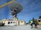 Ventspils Starptautiskajā radioastronomijas centrā Irbenē atpakaļ balsta tornī tiek pacelta atjaunotā radioteleskopa RT-32 antena.