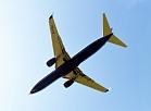 """Īrijas aviokompānijas """"Ryanair"""" lidmašīnas nolaišanās starptautiskās lidostas """"Rīga"""" lidlauka teritorijā."""