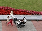 Sieviete ar bērniem.