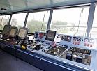 """Navigācijas kapteiņa komandtiltiņa telpā uz kruīzu kuģa """"Crystal Symphony"""", kurš kā tūkstošais kruīza kuģis kopš 2000.gada piestājis Rīgas pasažieru ostā."""