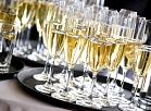 """Šampanietis """"Rimi"""" Baltijas valstu galvenā loģistikas centra un pārtikas ražošanas ceha pamatakmens ielikšanas pasākumā."""