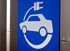 """Jaunā elektromobiļu uzlādes vieta pie izstāžu centra """"Ķīpsala""""."""