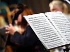 """Baroka orķestris """"Collegium Music Riga"""" uzstājas preses konferences laikā, kurā informē par orķestra dalību Sanktpēterburgas pirmajā starptautiskajā kameroperu festivālā."""