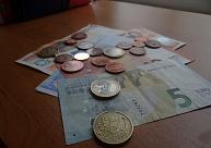 Liepājā ar viltotu 50 eiro banknoti mēģina norēķināties veikalā un tirgū
