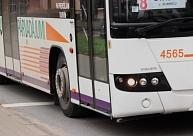 Simjūda gadatirgus laikā tiks slēgta sabiedriskā transporta kustība Lāčplēša ielā